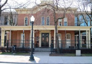 1280px-Hull_House_2
