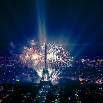 1024px-2013_fireworks_on_eiffel_tower_49