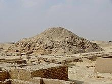220px-Unas-Pyramide_(Sakkara)_08